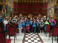 113 elevi  din Oradea se bucură de rechizite noi