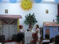 """""""Amintiri din copilărie"""" jucată de elevii clasei a IV-a B de la  Liceul Ortodox """"Episcop Roman Ciorogariu"""", din Oradea"""
