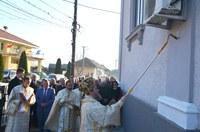 Chiriarhul Oradiei a binecuvântat înnoirile  de la biserica Sfântul Ierarh Nicolae din Tulca și de la casa parohială