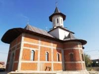 """Chiriarhul Oradiei a oficiat prima slujbă  în noua biserică """"Buna Vestire"""" din enoria Nojorid II"""