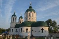 Chiriarhul Oradiei a târnosit noua biserică din Poieni de Sus