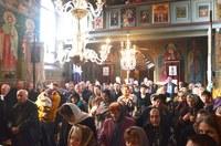 Chiriarhul Oradiei a vizitat biserica parohiei Haieu