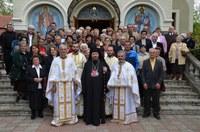 """Chiriarhul Oradiei la biserica """"Izvorul Tămăduirii"""" din Oradea la sărbătoarea Sfântului Mare Mucenic Gheorghe"""