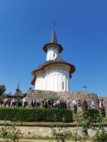 Chiriarhul Oradiei la hramul Mănăstirii Voivozi