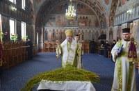 Chiriarhul Oradiei la Mănăstirea Sfânta Cruce din Oradea  de praznicul Intrării Domnului în Ierusalim