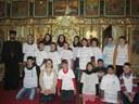 Copiii dăruiesc roadele Liturghiei la Bratca