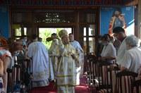 """Episcopul Oradiei a sfințit pictura bisericii """"Sfântul Vasile cel Mare""""  din Oradea"""