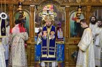 """Liturghie arhierească la Mănăstirea """"Sfânta Cruce"""" din Oradea"""