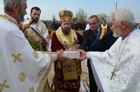 Liturghie arhierească şi piatră de temelie pentru o nouă biserică în parohia Brădet