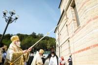Patriarhul României a sfințit biserica nouă a Mănăstirii Izbuc