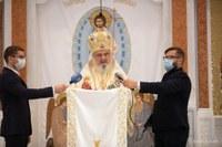 PF Daniel la Catedrala Oradiei: Când biserica este plină, comunitatea ia forma de cruce îndreptată spre Înviere