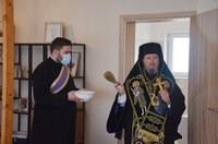 Preasfințitul Părinte Sofronie a sfințit casa de tip familial din parohia Paleu
