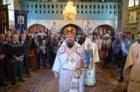 Preasfinţitul Părinte Sofronie al Oradiei în parohia Cărpinet