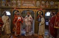 Prezenţă arhierească în parohia Lazuri de Beiuş la praznicul Înălţării Sfintei Cruci