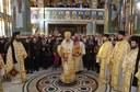 Prima Liturghie arhierească în biserica nouă a Mănăstirii Izbuc după finalizarea lucrărilor de pictură