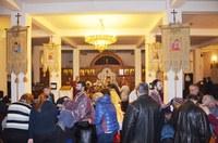 Taina Sfântului Maslu și rugăciuni pentru bolnavii afectați de incendiul din clubul Colectiv din București la Catedrala Episcopală din Oradea